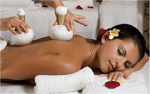 Massage phục hồi cơ thể bằng thảo dược